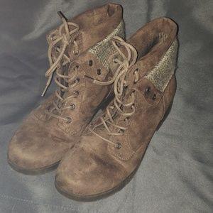 Size 8 arizona boots
